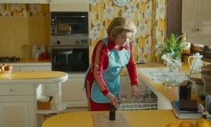 カトリーヌ・ドヌーヴが革新的な女性を演じる「しあわせの雨傘」:映画クラス【おすすめフランス映画】