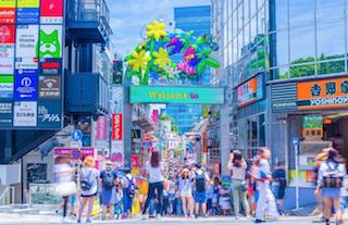 日本をフランス語で紹介しよう:原宿のコスプレ、都会の公園