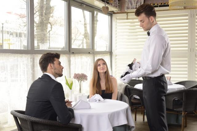 フランス,レストラン,ウェイター,フランスの食事,習慣,日本人との違い,ワイン,カフェ