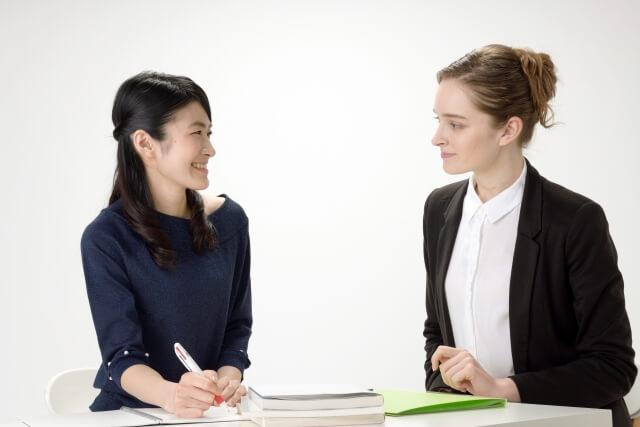 語学レッスン中の風景、個人レッスン女性