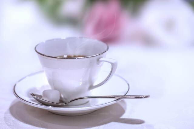白いティーカップ