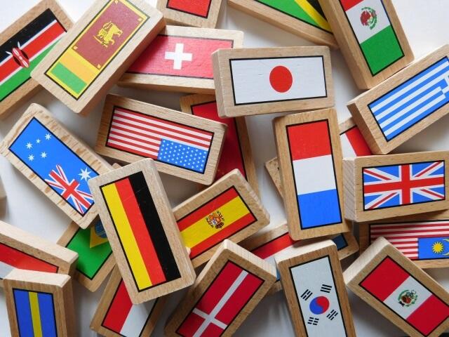 色々な国の国旗の木のピース